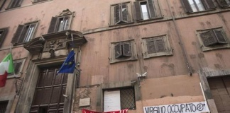 Eroina, video hard e mafia liceale in via Giulia